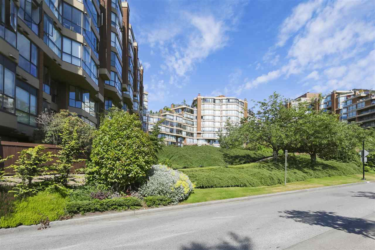 """Main Photo: G02 1490 PENNYFARTHING Drive in Vancouver: False Creek Condo for sale in """"HARBOUR COVE"""" (Vancouver West)  : MLS®# R2381616"""
