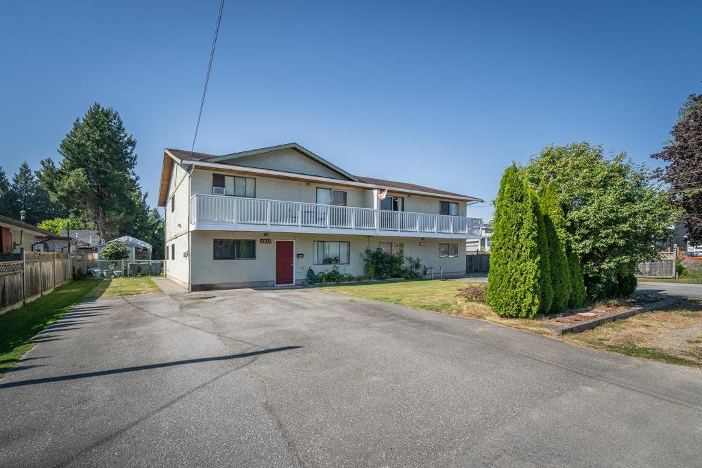 Main Photo: 5873 172A Street in Surrey: Cloverdale BC House 1/2 Duplex for sale (Cloverdale)  : MLS®# R2497442