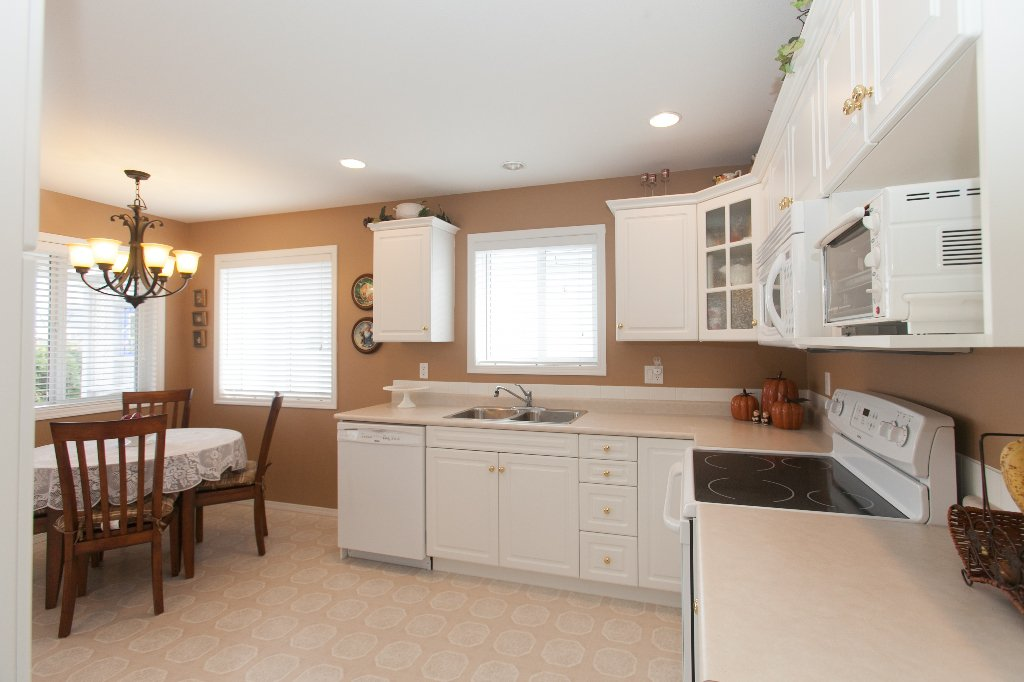 Photo 6: Photos: 526 RED WING DRIVE in PENTICTON: Residential Detached for sale : MLS®# 140034