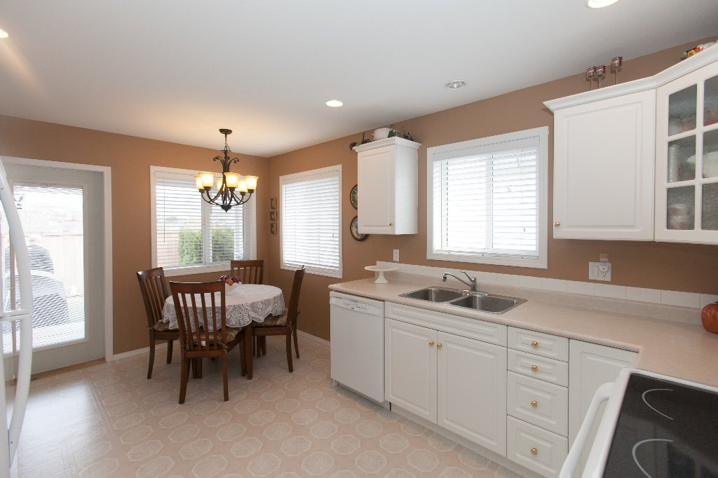 Photo 5: Photos: 526 RED WING DRIVE in PENTICTON: Residential Detached for sale : MLS®# 140034