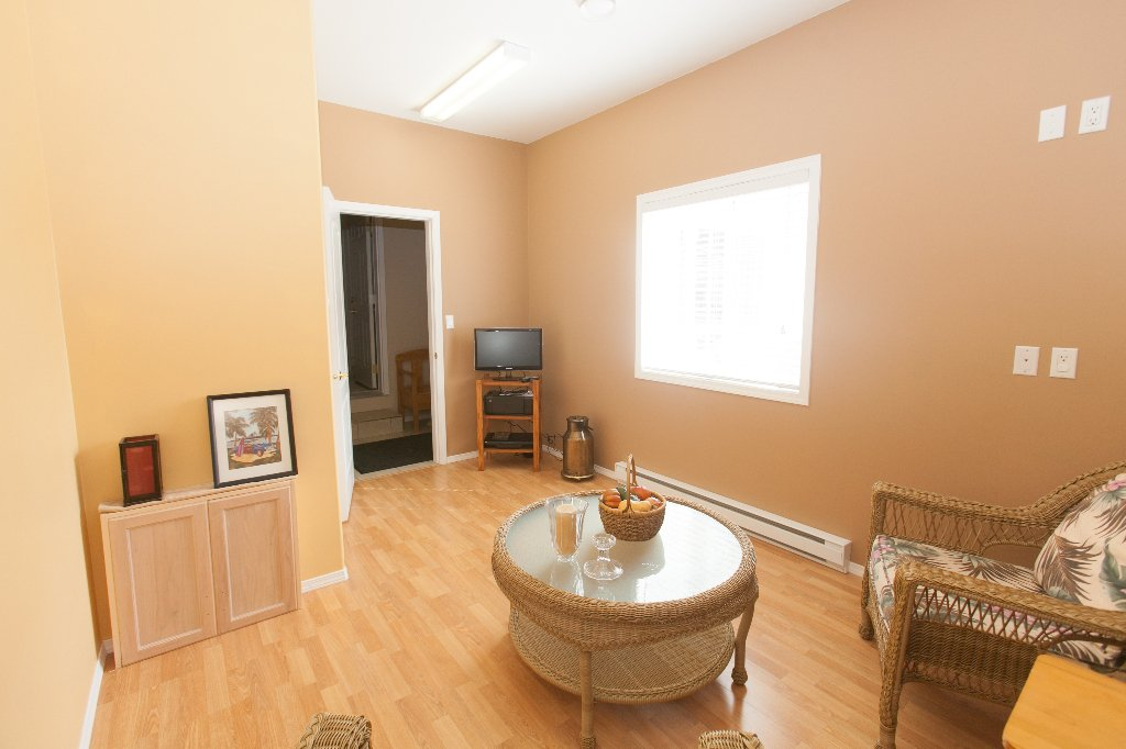 Photo 10: Photos: 526 RED WING DRIVE in PENTICTON: Residential Detached for sale : MLS®# 140034