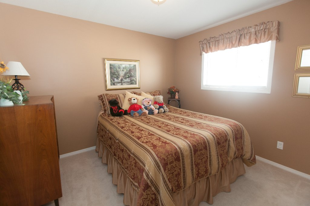 Photo 11: Photos: 526 RED WING DRIVE in PENTICTON: Residential Detached for sale : MLS®# 140034
