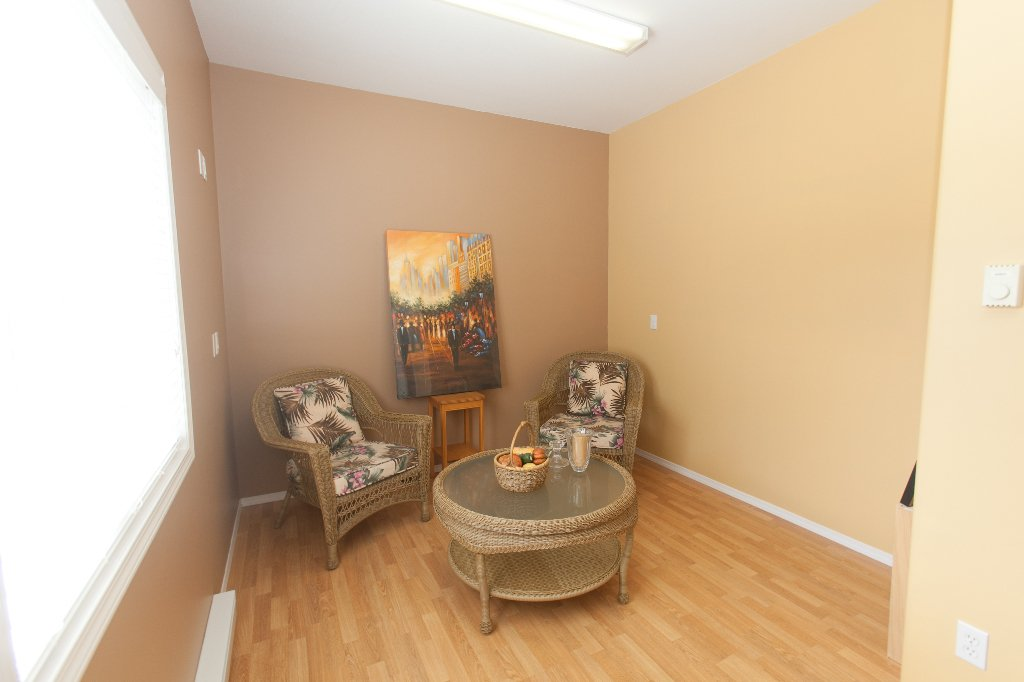 Photo 9: Photos: 526 RED WING DRIVE in PENTICTON: Residential Detached for sale : MLS®# 140034