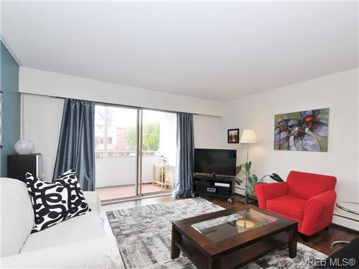 Main Photo: 205 1040 Rockland Ave in VICTORIA: Vi Downtown Condo Apartment for sale (Victoria)  : MLS®# 668312