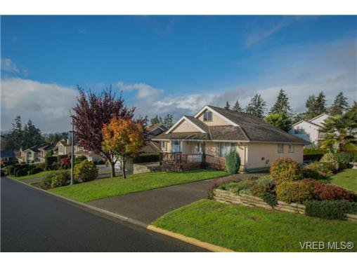 Main Photo: 2318 Francis View Dr in VICTORIA: VR View Royal Single Family Detached for sale (View Royal)  : MLS®# 686679