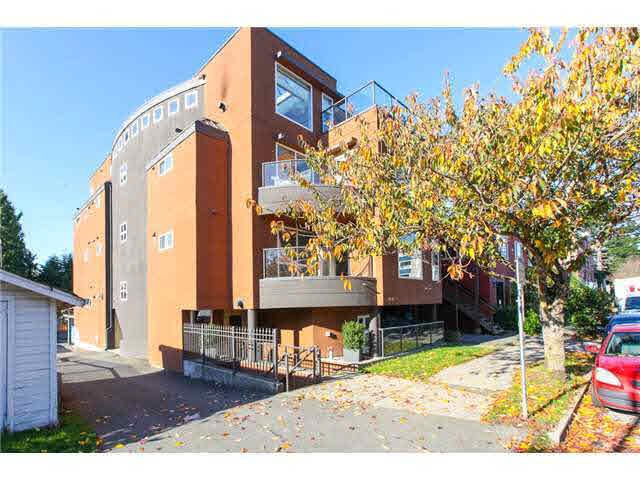 Main Photo: 301 2045 DUNBAR Street in Vancouver: Kitsilano Condo for sale (Vancouver West)  : MLS®# V1126111