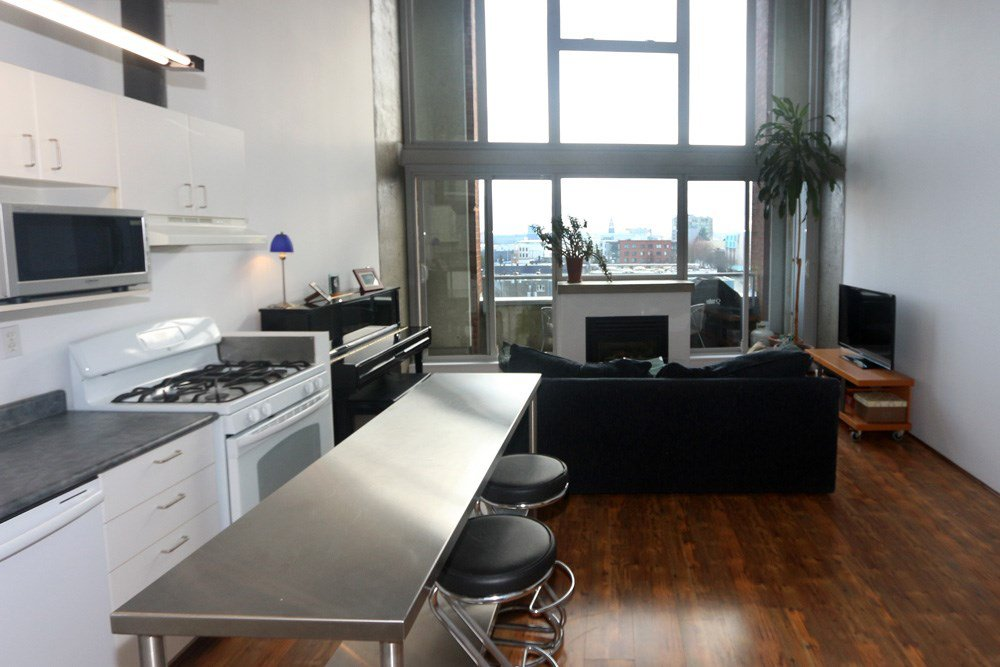 "Photo 3: Photos: 817 289 ALEXANDER Street in Vancouver: Hastings Condo for sale in ""THE EDGE HARBOURFRONT LOFTS"" (Vancouver East)  : MLS®# R2034869"