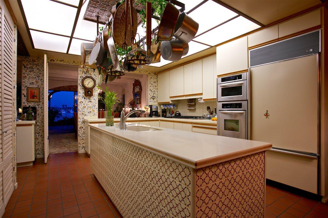 Photo 10: Photos: CORONADO CAYS House for sale : 4 bedrooms : 6 The Point in Coronado