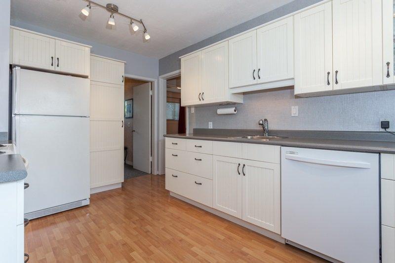 Photo 8: Photos: 15422 PACIFIC Avenue: White Rock House for sale (South Surrey White Rock)  : MLS®# R2082792