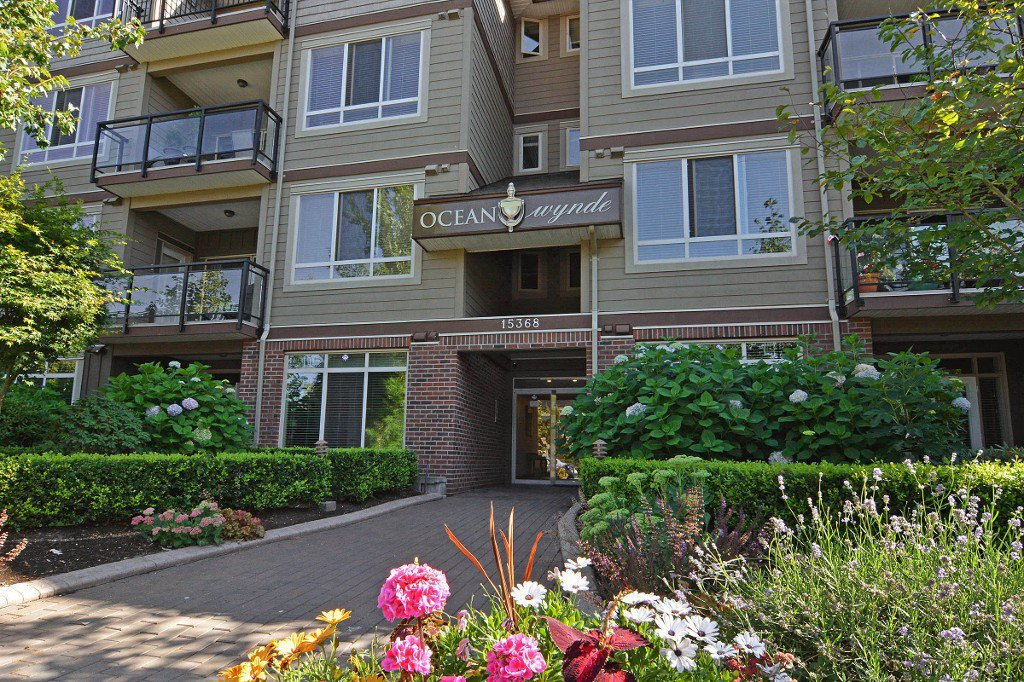 "Main Photo: 301 15368 17A Avenue in Surrey: King George Corridor Condo for sale in ""OCEAN WYNDE"" (South Surrey White Rock)  : MLS®# R2098503"