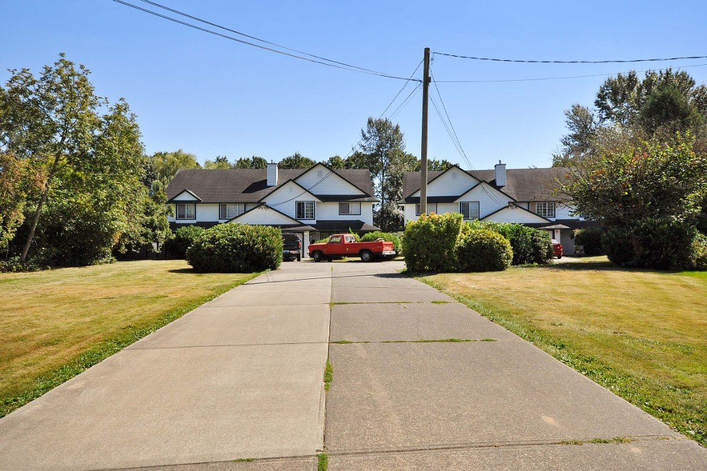 Main Photo: 2 1 - 45328 PARK Drive in Chilliwack: Chilliwack W Young-Well House Duplex for sale : MLS®# R2101852