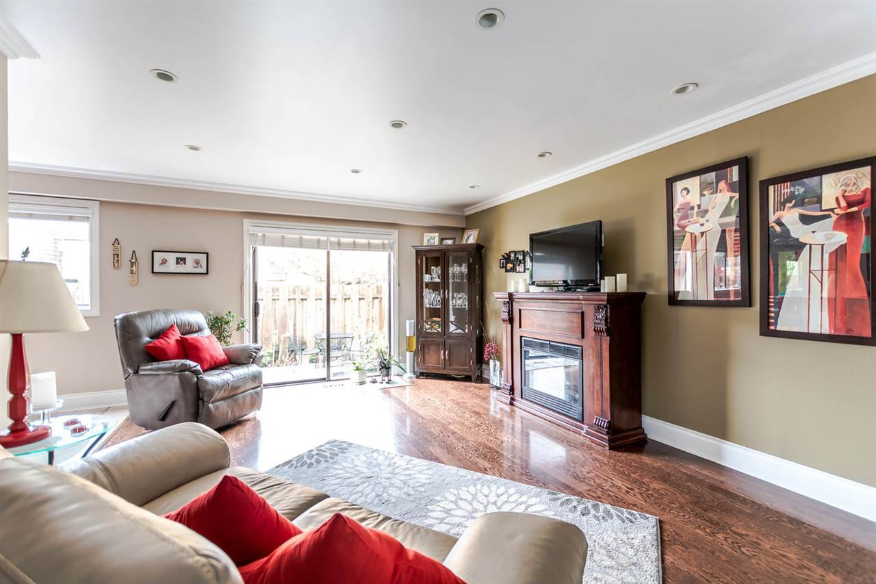 """Main Photo: 1118 PREMIER Street in North Vancouver: Lynnmour Townhouse for sale in """"Lynnmour Village"""" : MLS®# R2121068"""