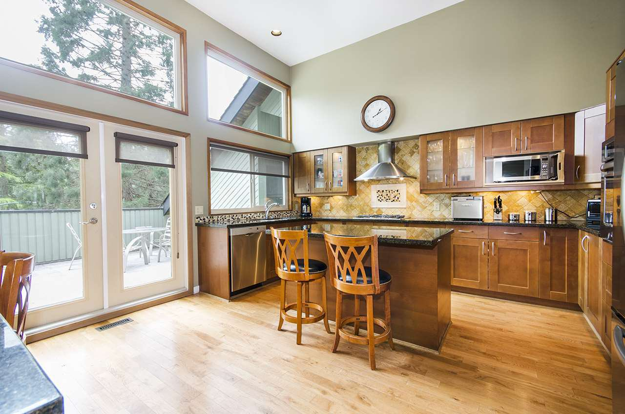 Main Photo: 5660 PTARMIGAN Place in North Vancouver: Grouse Woods House for sale : MLS®# R2165721