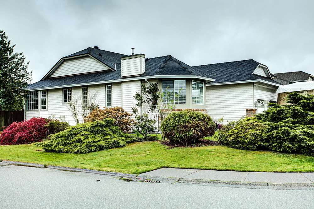 Main Photo: 19726 CEDAR Lane in Pitt Meadows: Mid Meadows House for sale : MLS®# R2262720