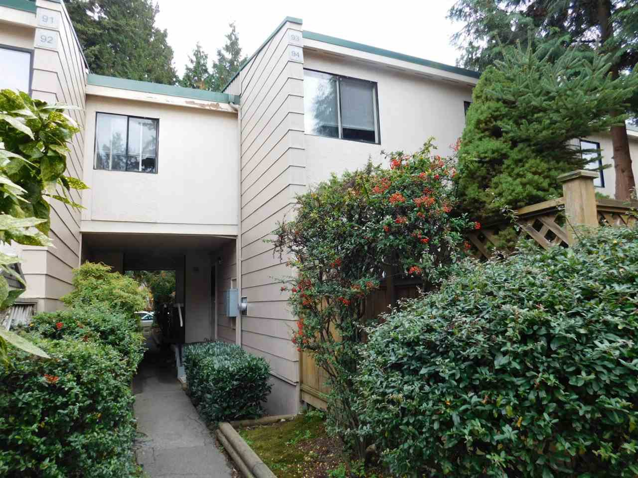 """Main Photo: 94 10505 153 Street in Surrey: Guildford Townhouse for sale in """"Guildford Mews"""" (North Surrey)  : MLS®# R2317019"""