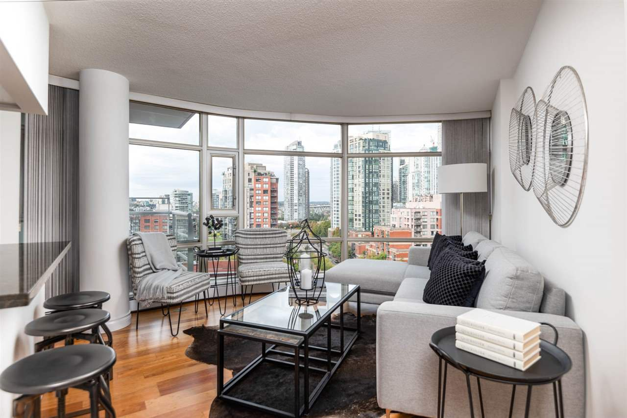 "Main Photo: 1509 189 DAVIE Street in Vancouver: Yaletown Condo for sale in ""AQUARIUS 3"" (Vancouver West)  : MLS®# R2324366"
