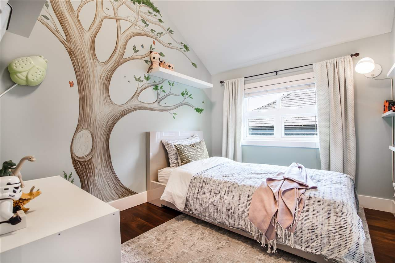 """Photo 8: Photos: 1586 E 11TH Avenue in Vancouver: Grandview VE House 1/2 Duplex for sale in """"THE DRIVE"""" (Vancouver East)  : MLS®# R2343494"""