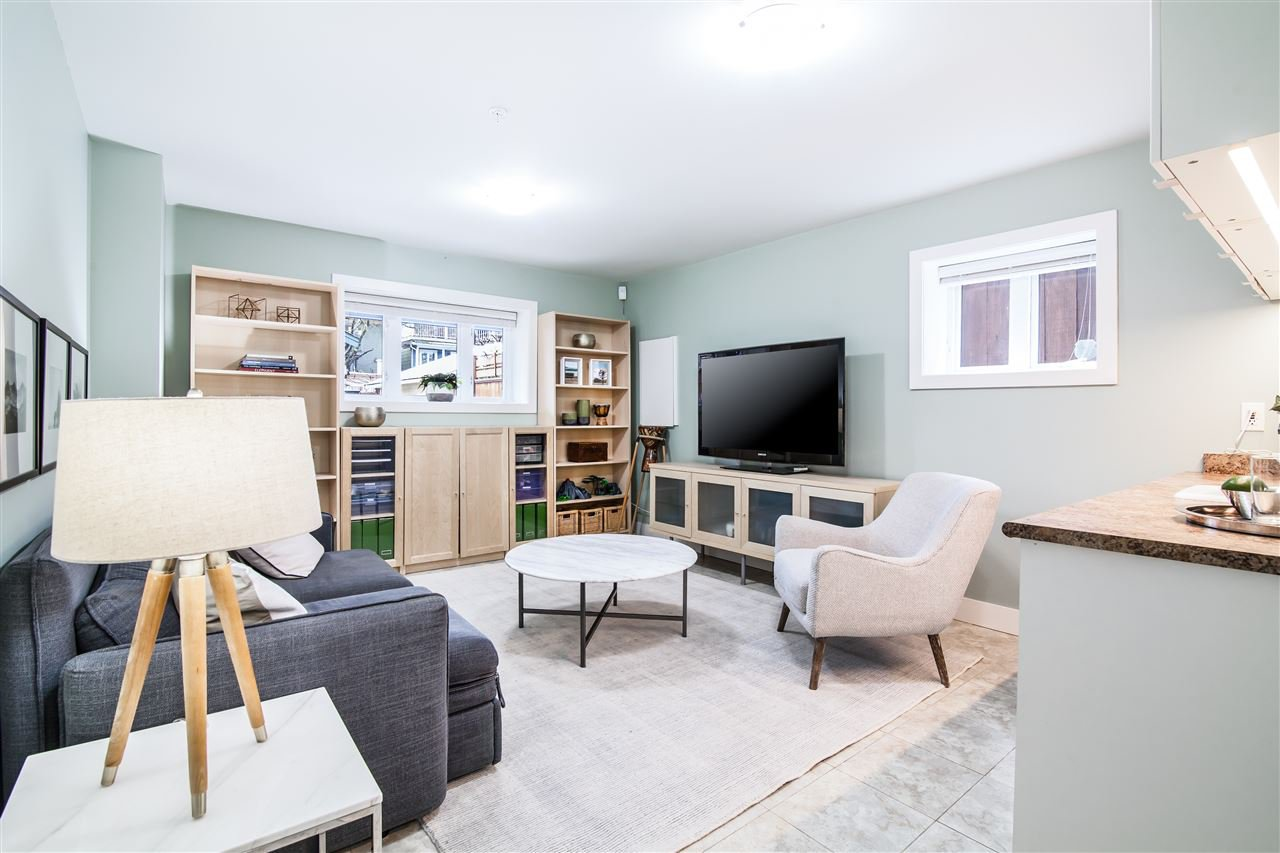 """Photo 4: Photos: 1586 E 11TH Avenue in Vancouver: Grandview VE House 1/2 Duplex for sale in """"THE DRIVE"""" (Vancouver East)  : MLS®# R2343494"""
