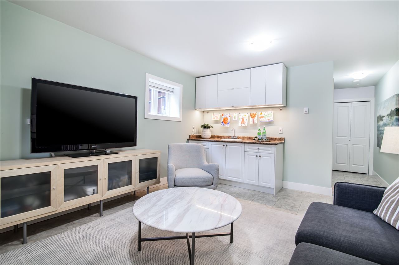 """Photo 12: Photos: 1586 E 11TH Avenue in Vancouver: Grandview VE House 1/2 Duplex for sale in """"THE DRIVE"""" (Vancouver East)  : MLS®# R2343494"""