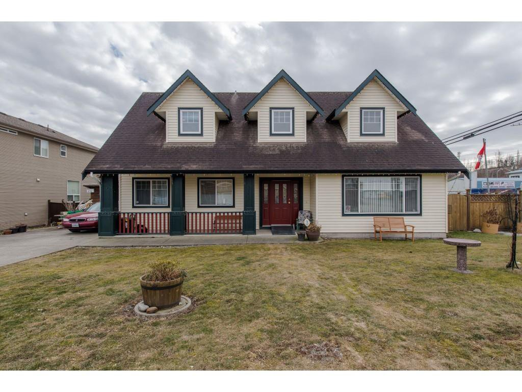 "Main Photo: 34610 5TH Avenue in Abbotsford: Poplar House for sale in ""Huntingdon Village"" : MLS®# R2344503"
