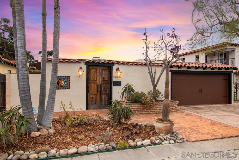 Main Photo: UNIVERSITY HEIGHTS House for sale : 2 bedrooms : 4650 HARVEY RD in San Diego