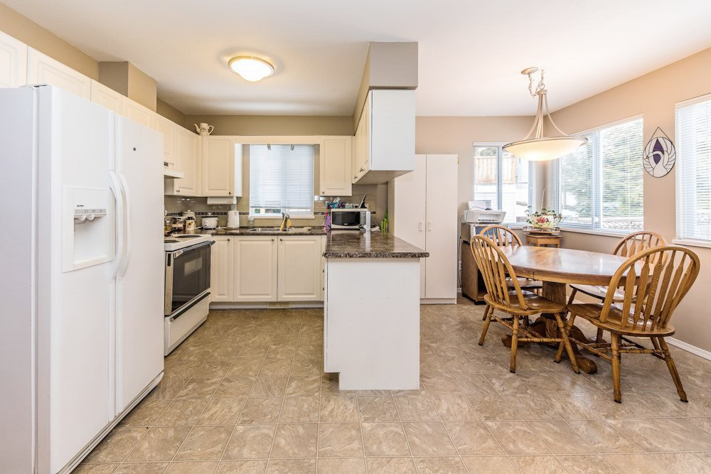 Photo 2: Photos: 7978 HURD Street in Mission: Mission BC House for sale : MLS®# R2434714