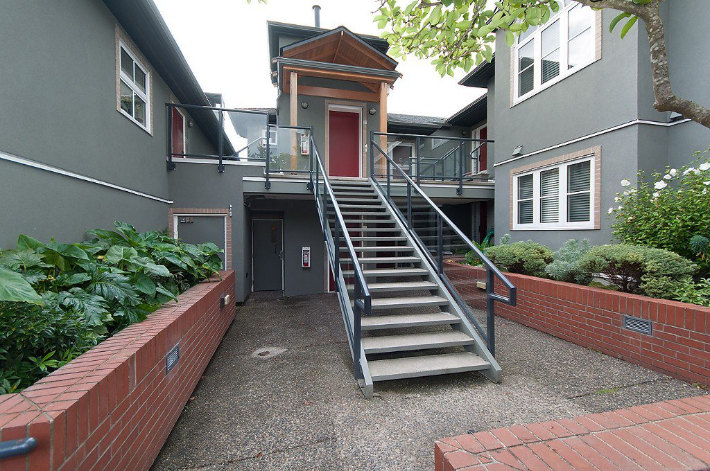 "Photo 3: Photos: 6 2880 W 33RD Avenue in Vancouver: MacKenzie Heights Townhouse for sale in ""Mackenzie Gardens"" (Vancouver West)  : MLS®# R2002485"