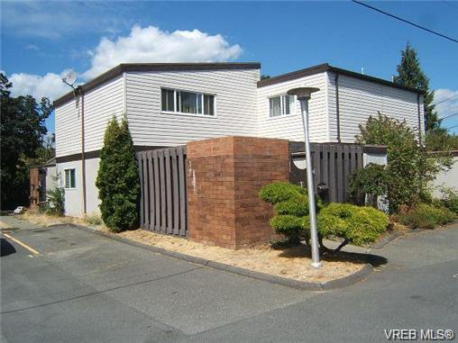 Main Photo: 130 984 Dunford Ave in VICTORIA: La Langford Proper Row/Townhouse for sale (Langford)  : MLS®# 723552