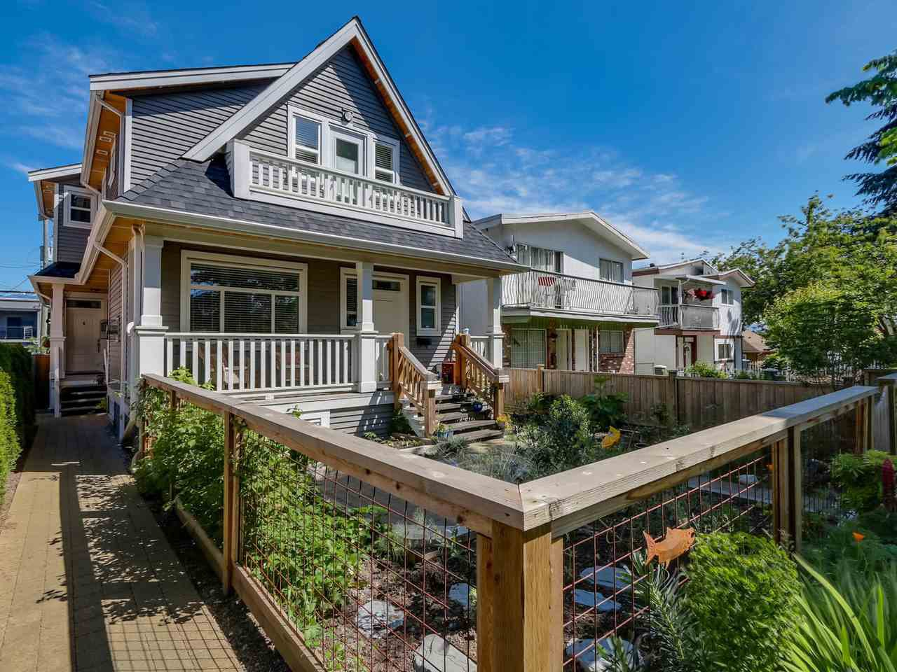 Main Photo: 865 E 10TH Avenue in Vancouver: Mount Pleasant VE House 1/2 Duplex for sale (Vancouver East)  : MLS®# R2068935