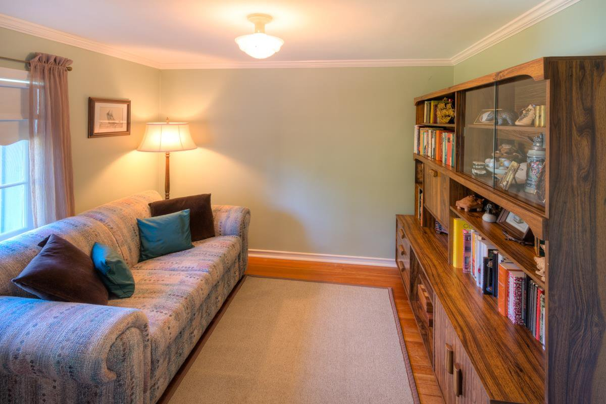 """Photo 13: Photos: 423 FOURTH Street in New Westminster: Queens Park House for sale in """"QUEENS PARK"""" : MLS®# R2116545"""