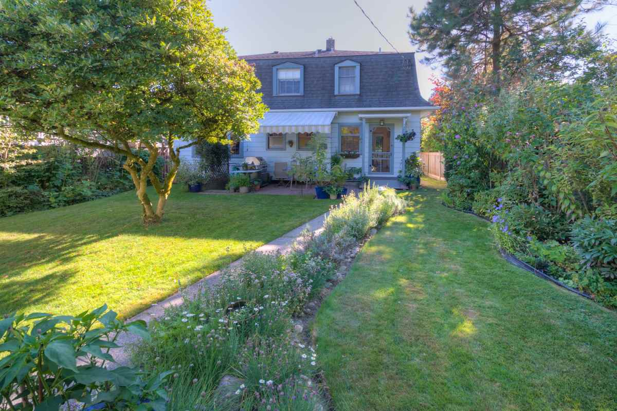 """Photo 20: Photos: 423 FOURTH Street in New Westminster: Queens Park House for sale in """"QUEENS PARK"""" : MLS®# R2116545"""