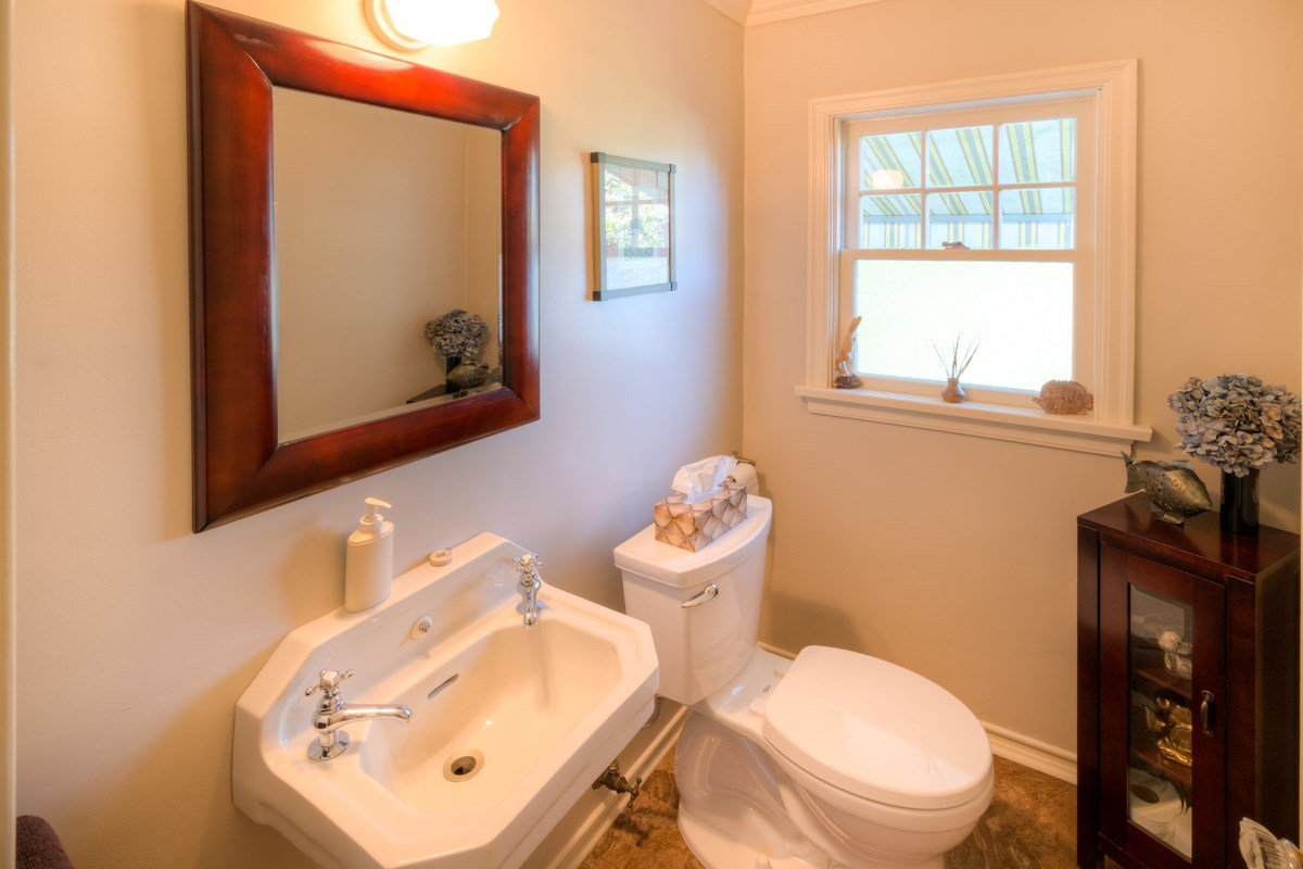 """Photo 9: Photos: 423 FOURTH Street in New Westminster: Queens Park House for sale in """"QUEENS PARK"""" : MLS®# R2116545"""