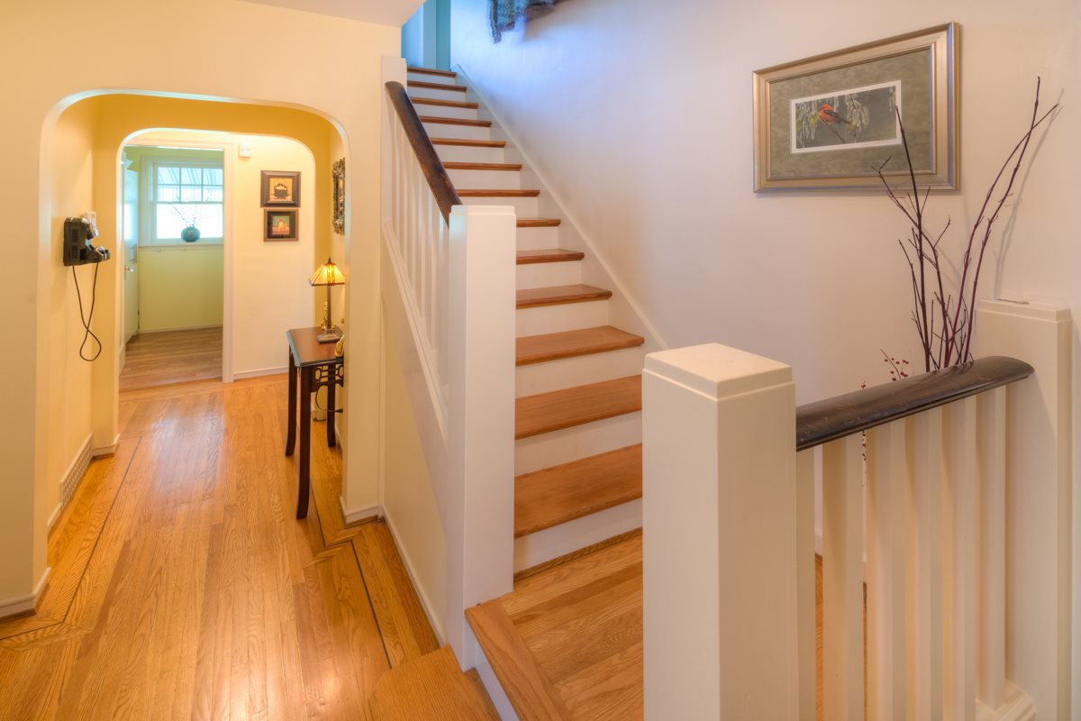 """Photo 2: Photos: 423 FOURTH Street in New Westminster: Queens Park House for sale in """"QUEENS PARK"""" : MLS®# R2116545"""