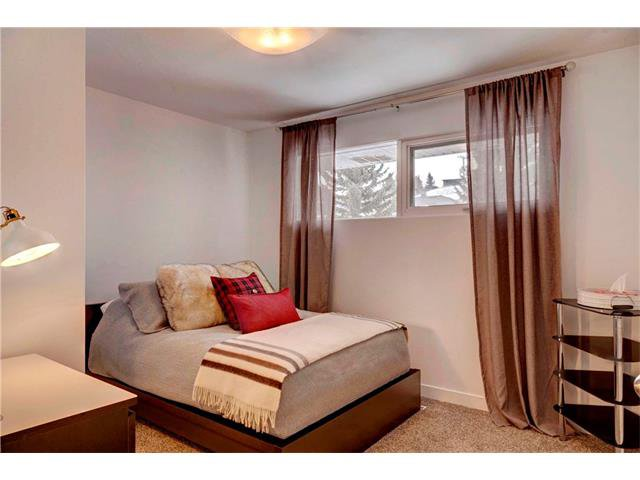 Photo 14: Photos: 684 MERRILL Drive NE in Calgary: Winston Heights/Mountview House for sale : MLS®# C4102737