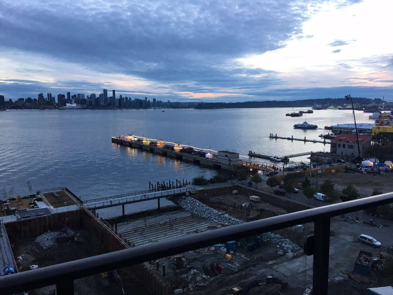 """Photo 3: Photos: 1004 172 VICTORY SHIP Way in North Vancouver: Lower Lonsdale Condo for sale in """"Atrium at the Pier"""" : MLS®# R2147061"""
