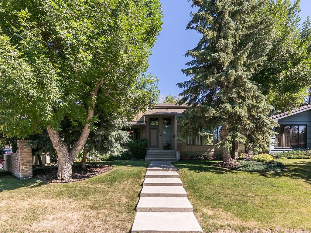 Main Photo: 36 PUMP HILL Mews SW in Calgary: Pump Hill House for sale : MLS®# C4128756