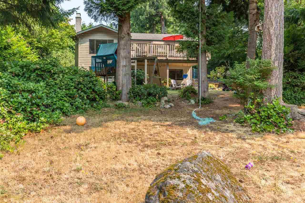 Main Photo: 8092 DOGWOOD Drive in Halfmoon Bay: Halfmn Bay Secret Cv Redroofs House for sale (Sunshine Coast)  : MLS®# R2194854