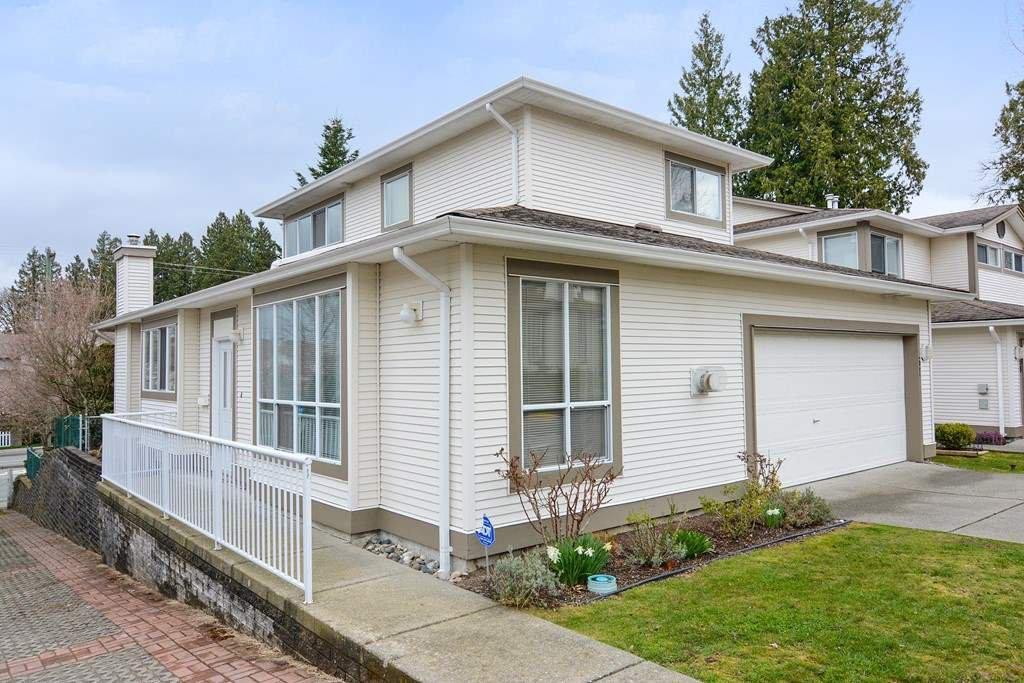 "Main Photo: 57 20881 87 Avenue in Langley: Walnut Grove Townhouse for sale in ""Kew Gardens"" : MLS®# R2252108"