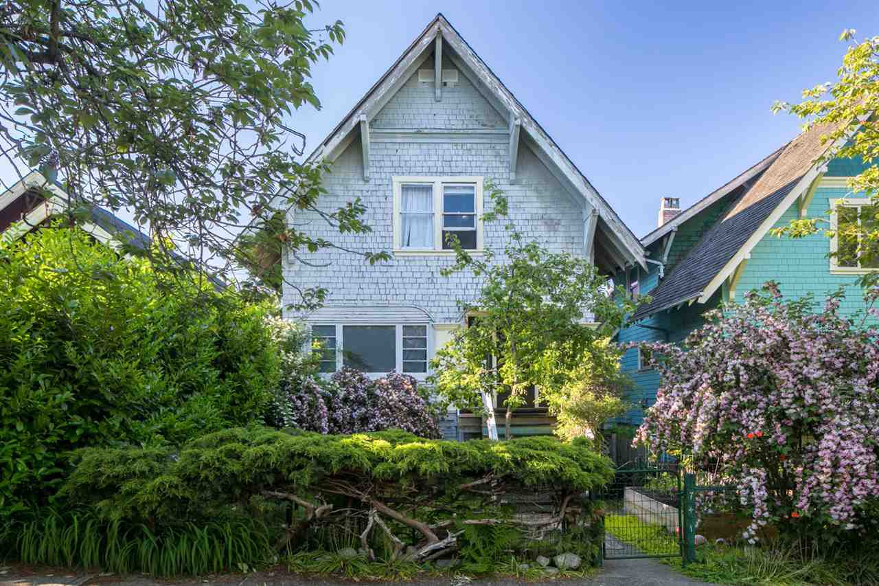 Main Photo: 741 E 11TH Avenue in Vancouver: Mount Pleasant VE House for sale (Vancouver East)  : MLS®# R2374495