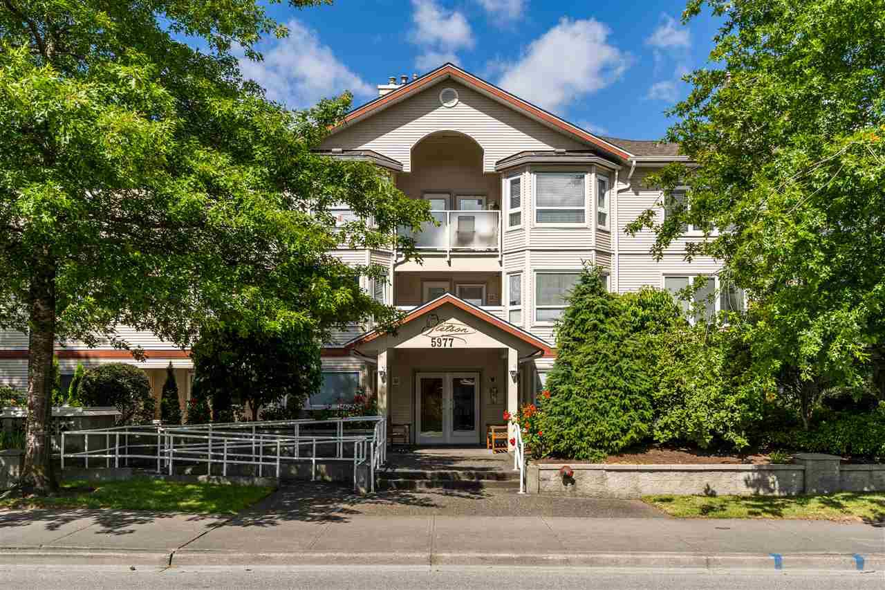 Main Photo: 301 5977 177B Street in Surrey: Cloverdale BC Condo for sale (Cloverdale)  : MLS®# R2377076