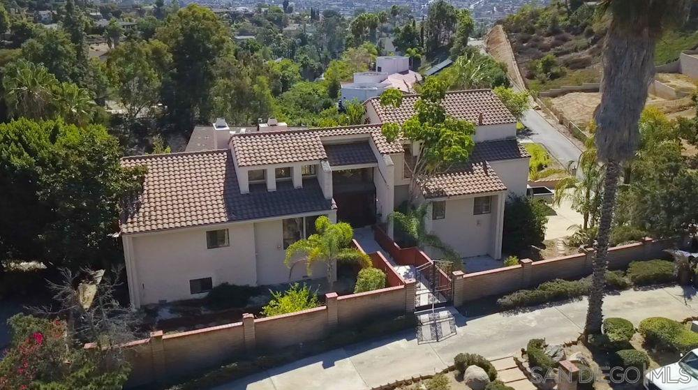 Main Photo: MOUNT HELIX House for sale : 4 bedrooms : 9883 Grandview Drive in La Mesa