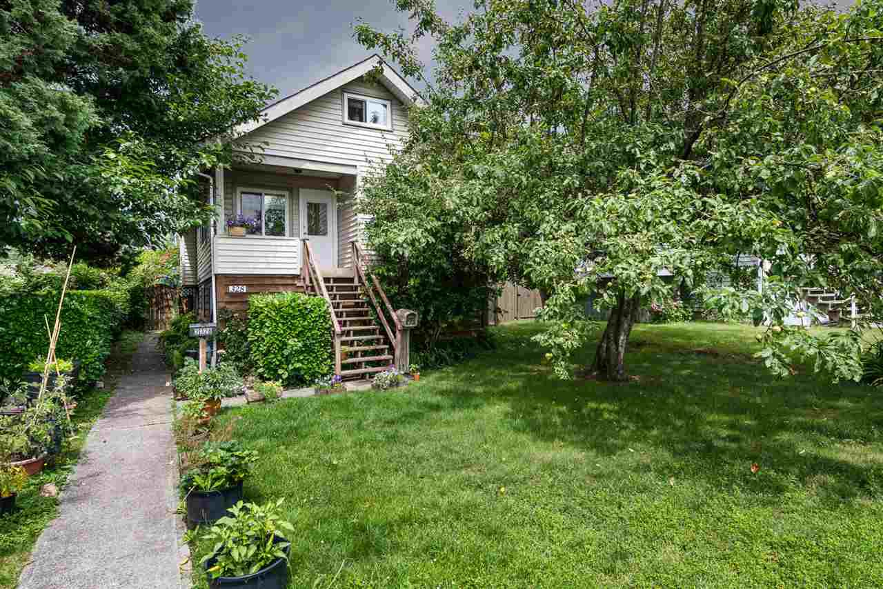 Main Photo: 328 E 20TH Street in North Vancouver: Central Lonsdale House for sale : MLS®# R2398864