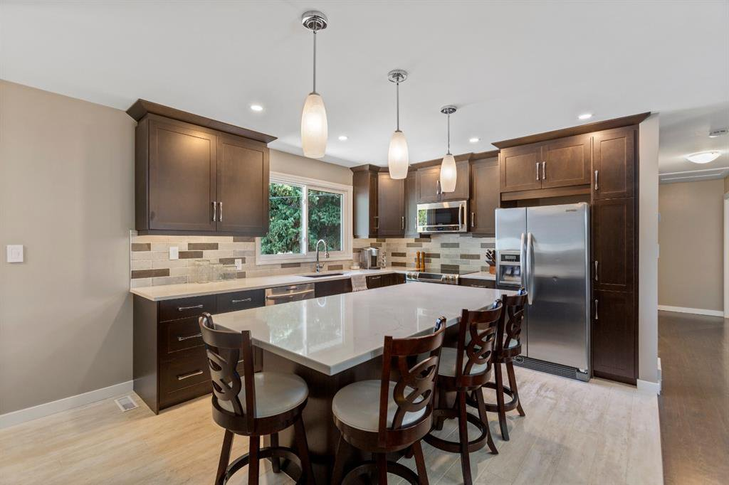 Image yourself in this beautiful kitchen!