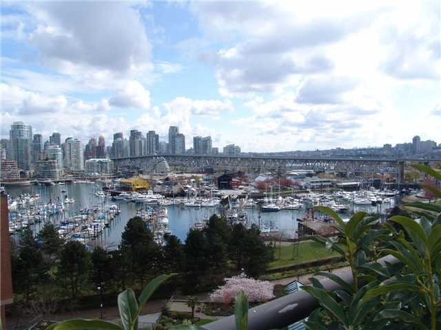 Main Photo: 1002 1470 PENNYFARTHING Drive in Vancouver: False Creek Condo for sale (Vancouver West)  : MLS®# V942703