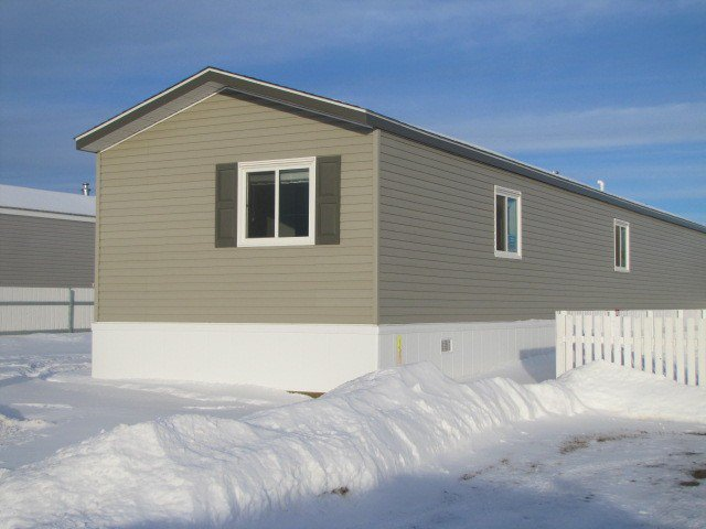 "Main Photo: 75 9207 82ND Street in Fort St. John: Fort St. John - City SE Manufactured Home for sale in ""SOUTHRIDGE MOBILE HOME PARK"" (Fort St. John (Zone 60))  : MLS®# N232357"