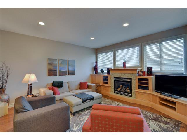 Photo 8: Photos: 740 22 Avenue NW in Calgary: Mount Pleasant House for sale : MLS®# C4016208