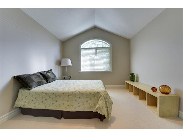 Photo 12: Photos: 740 22 Avenue NW in Calgary: Mount Pleasant House for sale : MLS®# C4016208