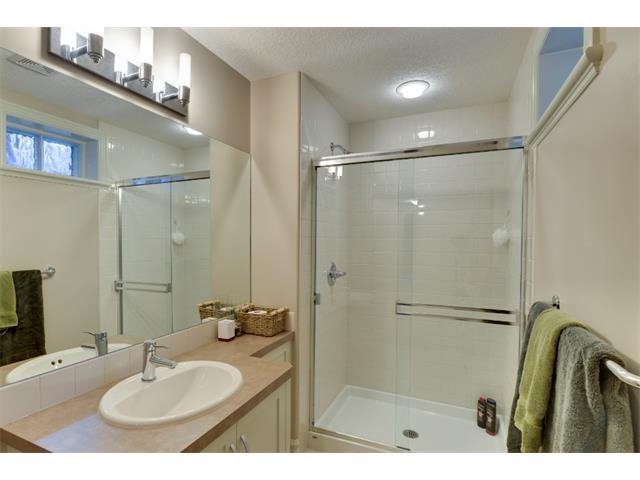 Photo 18: Photos: 740 22 Avenue NW in Calgary: Mount Pleasant House for sale : MLS®# C4016208