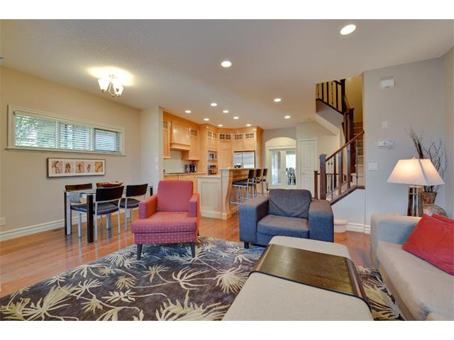 Photo 9: Photos: 740 22 Avenue NW in Calgary: Mount Pleasant House for sale : MLS®# C4016208