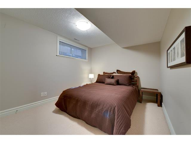 Photo 17: Photos: 740 22 Avenue NW in Calgary: Mount Pleasant House for sale : MLS®# C4016208